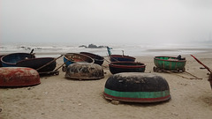 Barques rondes / Round rowboats / Thuyền chèo tròn