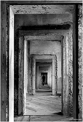 Passaggi,  ogni muro è una porta.