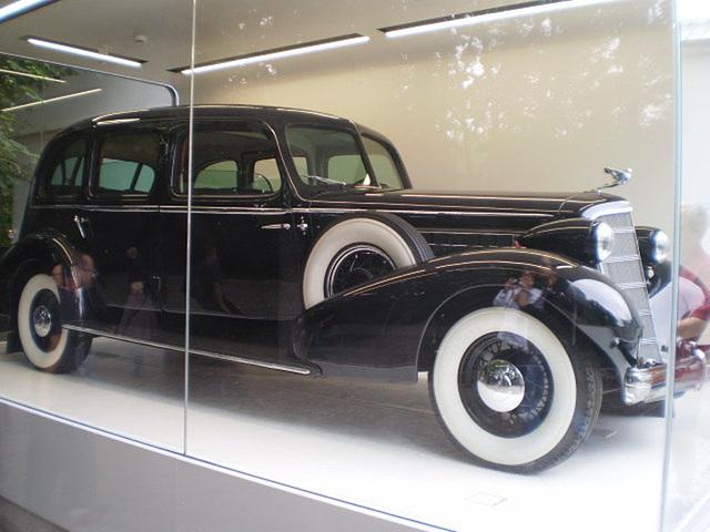Cadillac 355D Fleetwood 7 (1935).