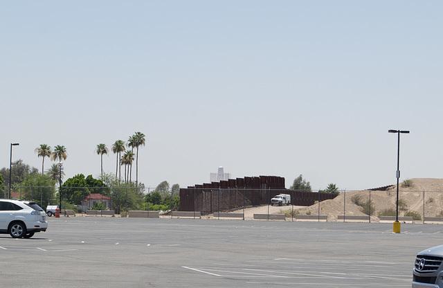 Build a border wall?  Los Algodones MX (#0916)