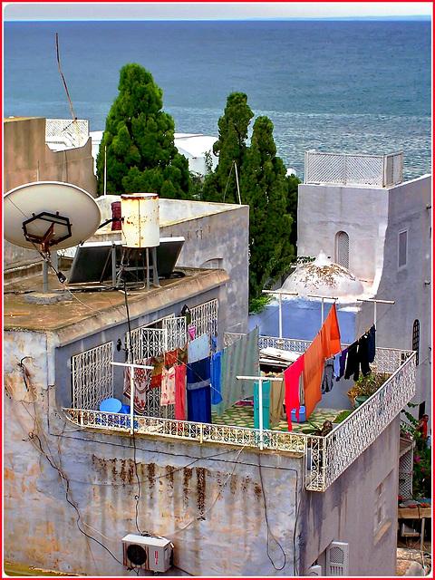 Hammamet : un bel bucato sotto la fortezza, rilavato dal temporale