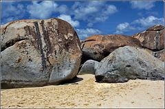 Tortola : Virgin Gorda,  i frangiflutti sono naturali e non amovibili !