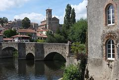 La Sèvre Nantaise et le vieux pont de Clisson