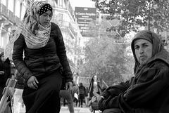 Paris - pas contente, sa mère - unsatisfied, her mother,