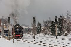 Sonderzug am Bahnsteig in Thalheim/Erzgeb.