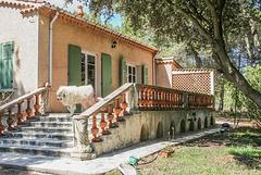 Maison provencale - Une rambarde à balustres et mur de clautras - HFF !