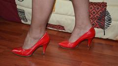 Claudine photographe:  Son amie Chantal en escarpins rouges