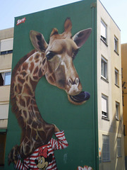 Giraffe mural, by Smile.