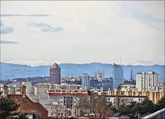 Vaulx-en-Velin (69) 9 mars 2018. Vue sur les tours de Lyon et Notre-Dame de Fourvière.