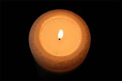 Die Kerze spendet sich selbst kein Licht