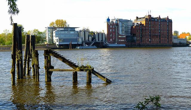 Speicher an der Norderelbe: Treppe in die Tiefe