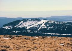 Im Westen liegt der Wurmberg , das Skigebiet bei Braunlage