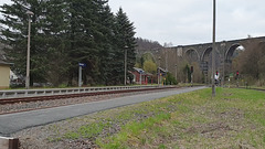 58 1111-2 alias 58 311 der Ulmer Eisenbahnfreunde mit einem Sonderzug bei der Durchfahrt im Bahnhof Hetzdorf, Richtung Niederwiesa