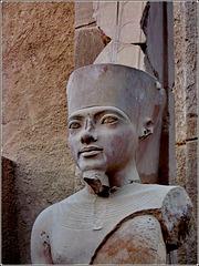 LUXOR : scultura nella antica Tebe