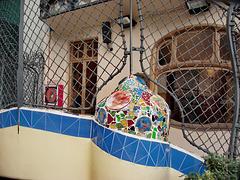Barcellona : Un dettaglio nel cortile di Casa Batlò