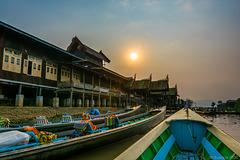 Schiffsanlegestelle beim Nga-Phe-Kyaung-Kloster (© Buelipix)