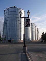 Agricultural Wall / Cinq géants agricoles