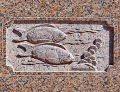 Mutrah : Una delle tante sculture nel granito del muro che percorre la passeggiata di 2 km.