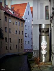 Am Stadtbach: Lichtgestalt - Luminous figure