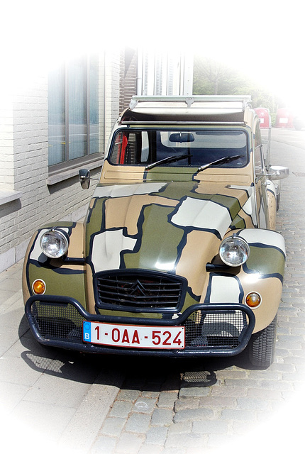 2CV goes to war