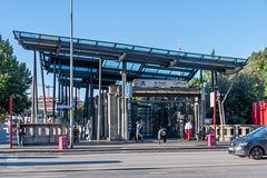 """Einer der Ausgänge der U-Bahnstation """"St. Pauli"""""""