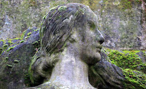 Monument aux morts de l'Ile du Souvenir, parc de la Tête d'Or, Lyon, dédié aux victimes de la Première Guerre mondiale (10600 morts à Lyon).