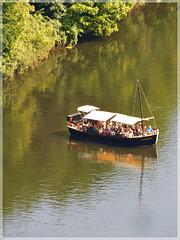 Vue vers la Gabarre et reflets sur la Dordogne depuis le château de Beynac (24)