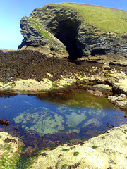Rock pool, enormous cave, no tourists, a gorgeous day, low tide, calm sea and WARM! What more could anyone want! H. A. N. W. E. everyone! For Pam of course!