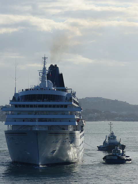 Asuka II arriving at Auckland (4) - 20 February 2015
