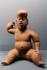 Figurine creuse en céramique