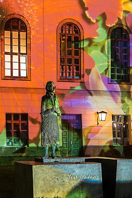 Frau Meitner im Garten der Humboldt-Universität. 201410