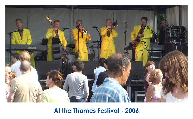 Yellow band at the Thames Festival 17 9 2006