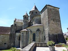 SAINT ROBERT l'église fortifiée
