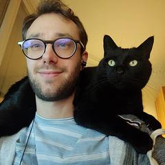 Notre fiston et Charlie , son chat .