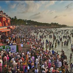 Bain de foule à Rameswaram