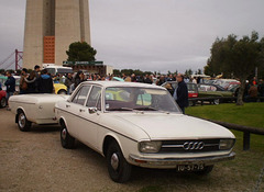 Audi 100 LS (1976) with trailer.