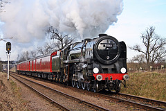 """BR Britannia class 7MT no 70013 """"Oliver Cromwell"""" with the mail train ~ Great Central Railway"""