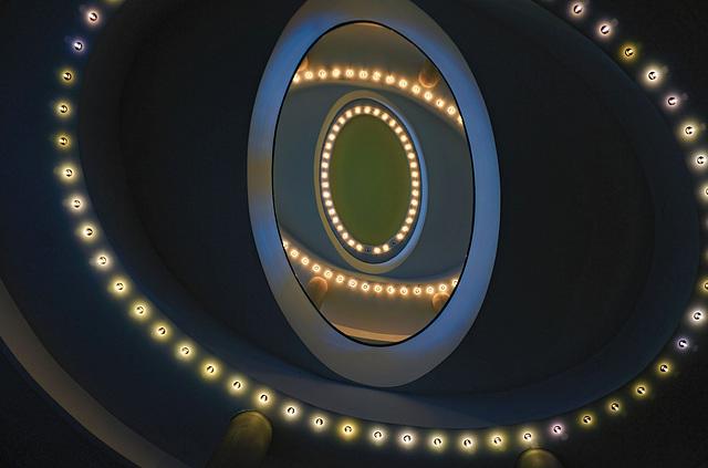 Schau mal nach oben! Look upwards!
