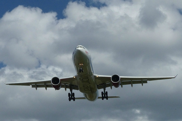 G-VUFO approaching Heathrow - 6 June 2015