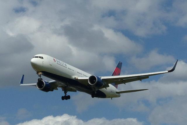 N1609 approaching Heathrow - 6 June 2015