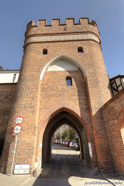 Brama Mostowa 1