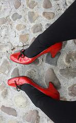 My friend Venla's red heels / Mon amie Venla dans ses superbes talons hauts rouges