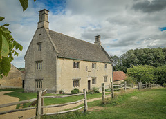A HFF  to all.. from Dj. and 'Sir Isaac Newton's...   'Woolsthorpe Manor'