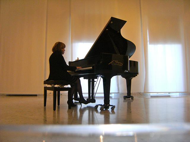 Anna al pianoforte