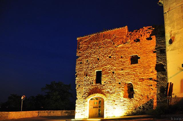 Montefiore dell' Aso by night  (© Buelipix)