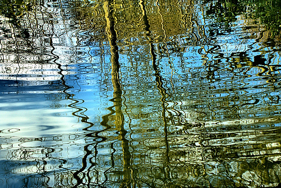 Surface Patterns and Reflections