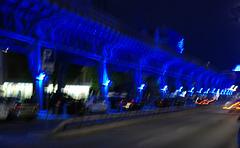 Hochbahn in Blau