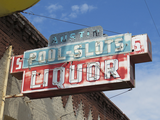Pool-Slots Liquor