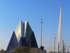Valencia: edificio El Ágora y puente del Azud de oro, 1