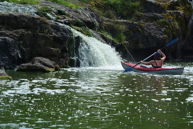 Украина, На байдарке у водопада Вчелька на реке Гнилопять / Ukraine, On the kayak close to the Vchelka waterfall on the Gnilopyat river